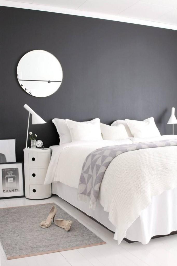 un-mur-noir-en-guise-de-tete-de-lit_5338559
