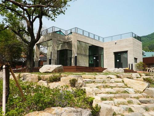 Entradas para casas minimalistas a decorar mi casa for Casa moderna corea